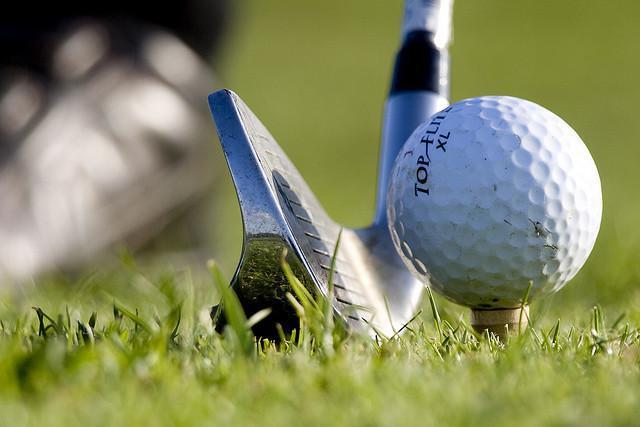 Club et balle de golf