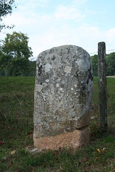Murat-sur-Vèbre, Menhir Boissezon