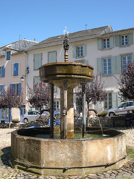 Lacaune, fontaine des pisseurs