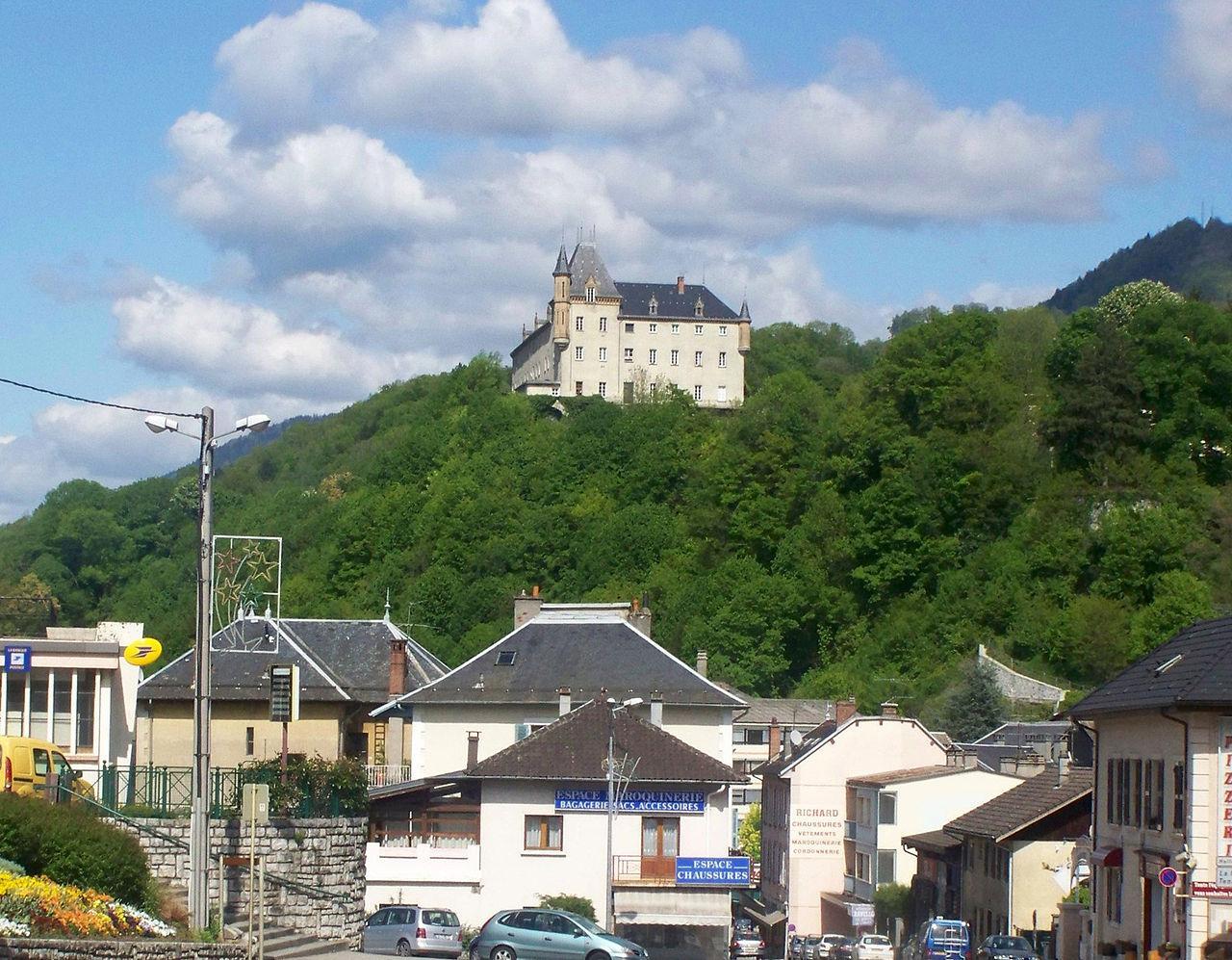 La Rochette, rue et château (Savoie)