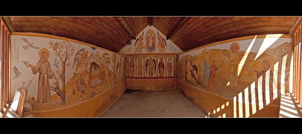 Les fresques contemporaines de la chapelle Notre-Dame de Narreyroux – Puy-