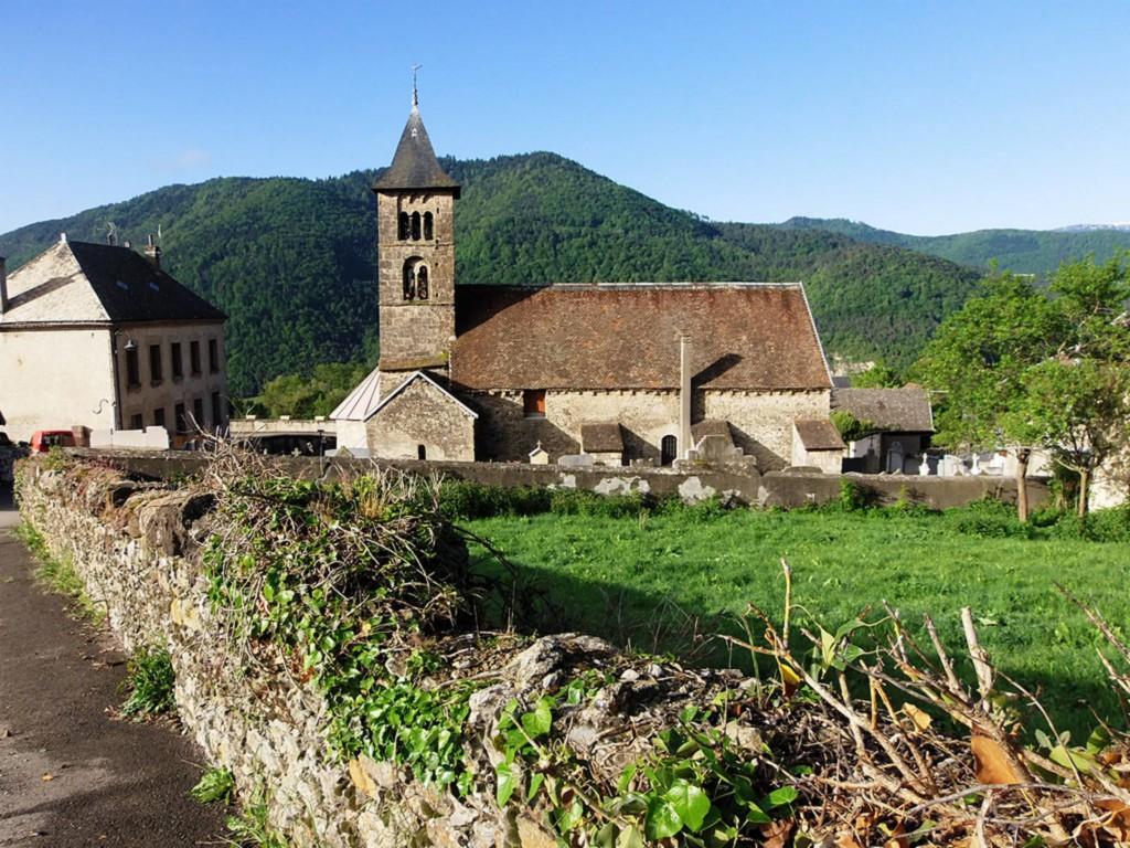 Église romane classée de Mayres-Savel