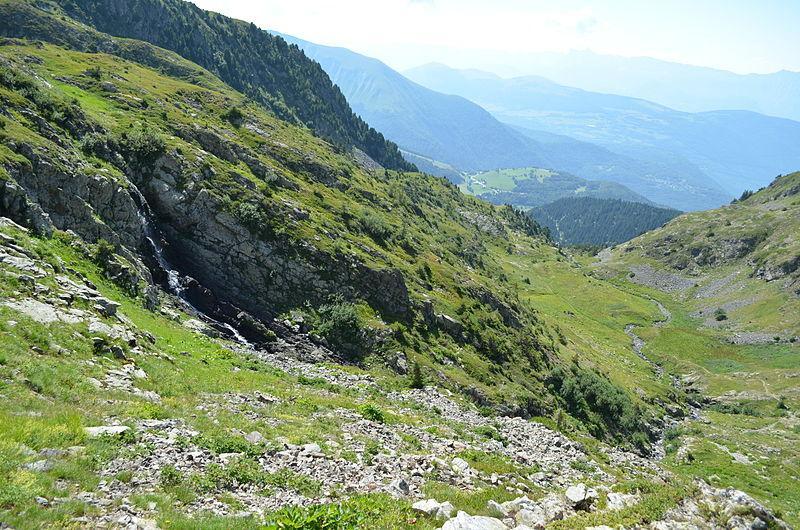 Combe Guiliman dans le Taillefer, qui mène au lac de Brouffier depuis l&#