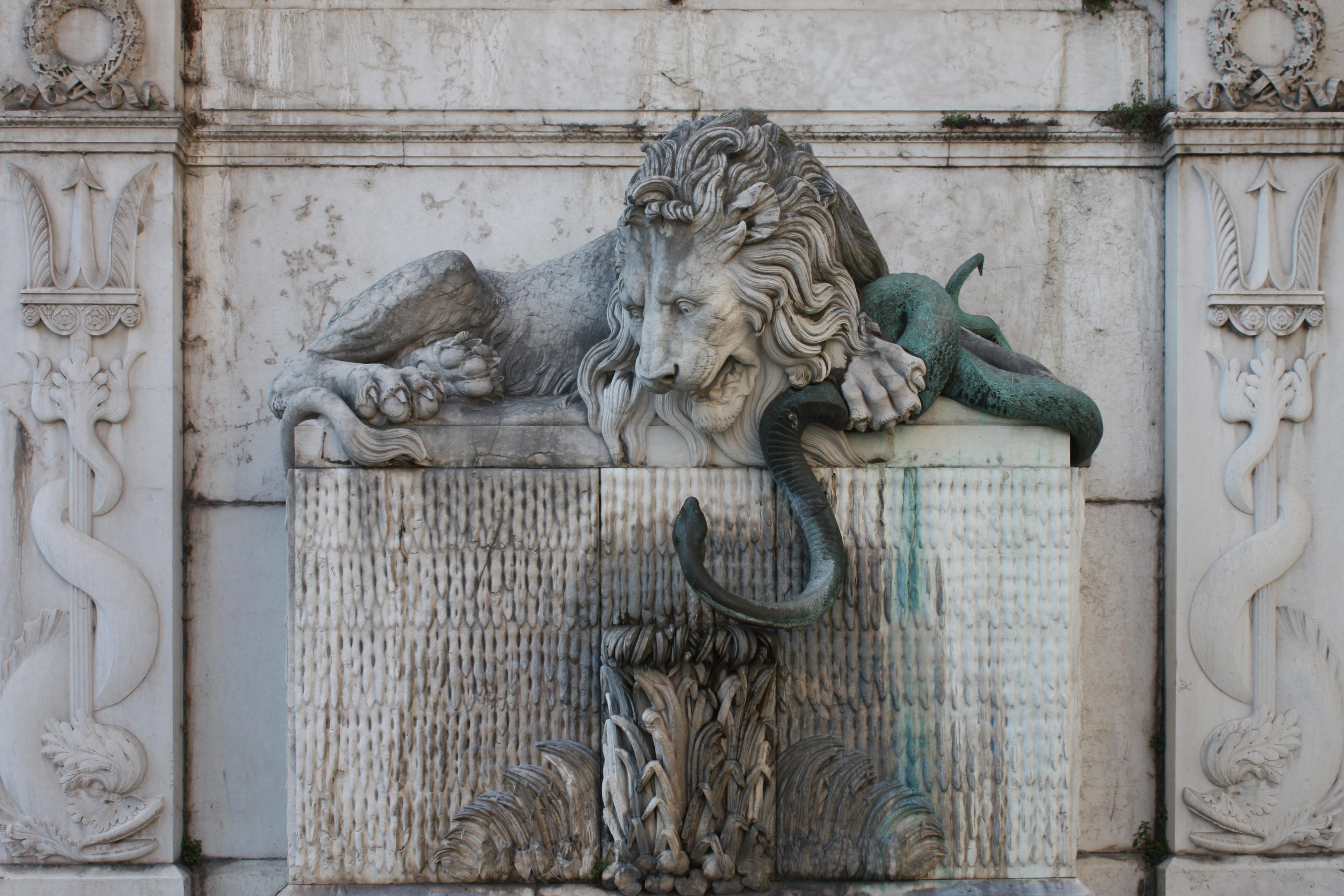 Grenoble - Fontaine au lion