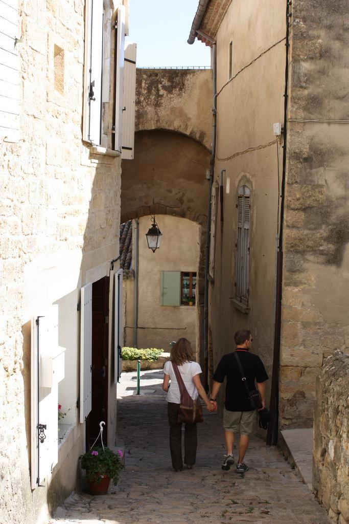 Rue du village provencal d'Ansouis, Vaucluse, Luberon