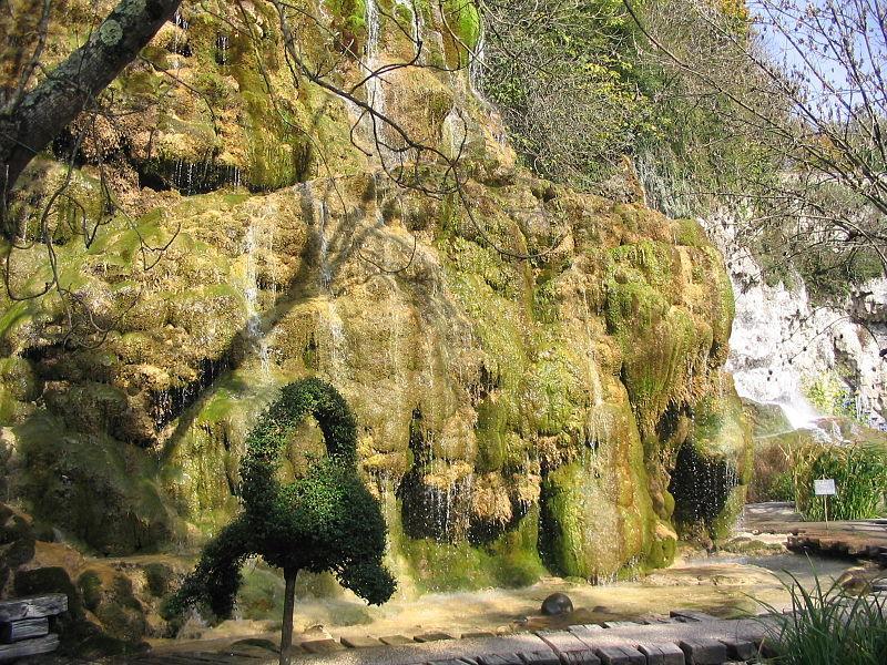 Cascade Jardin Fontaines pétrifiantes La Sône