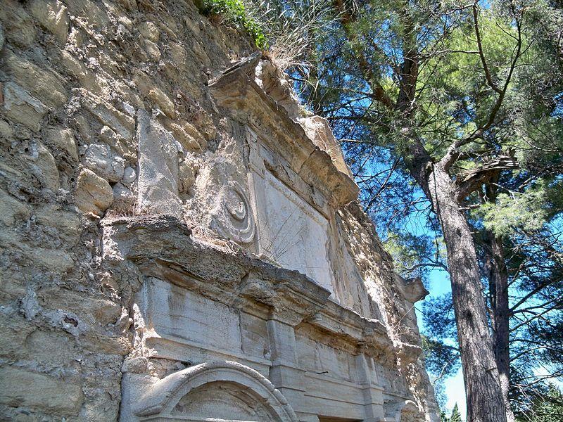 Détails de la chapelle St Joseph de Sarrians