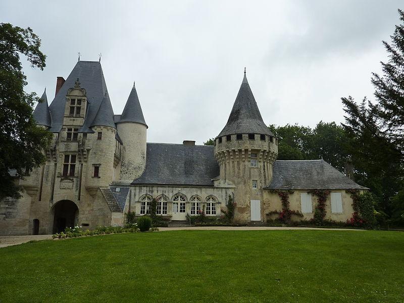 Chef-Boutonne (Deux-Sèvres) Château de Javarzay