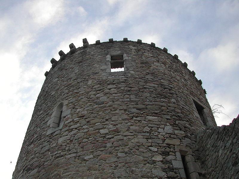 Photo de la Tour du château de Lastour, presque seul vestige du château médiéval