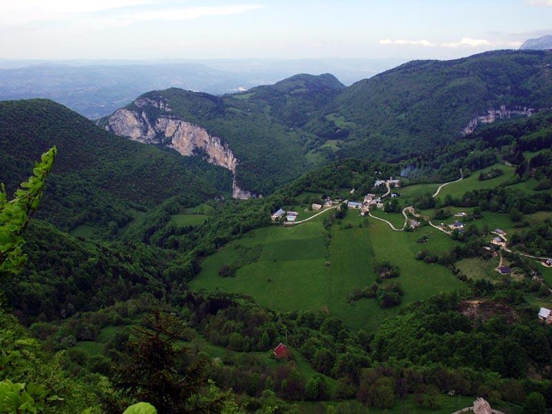 Le village de Malleval, dans le massif foestier des Coulmes
