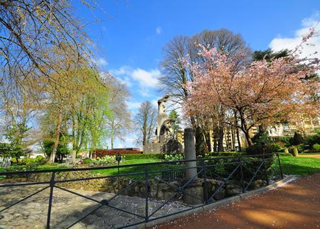 Parcs jardins botaniques arboretums is re 38 page 7 for Piscine de vienne