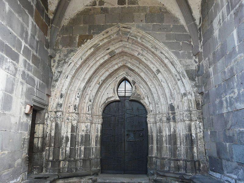 Portail de l'église de Chastreix