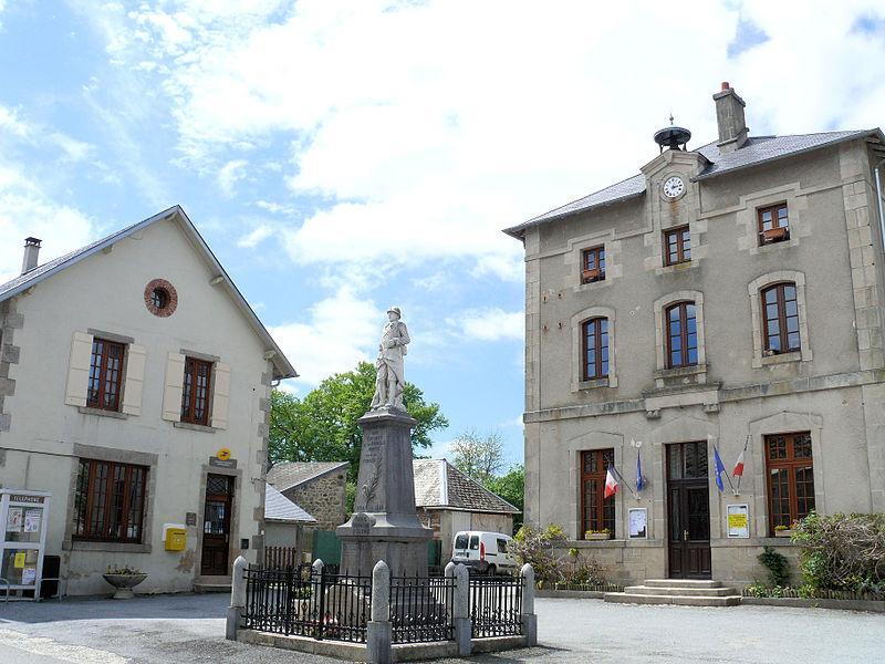 La Nouaille - Mairie et Monument aux Morts