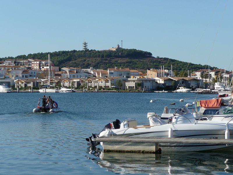 Cap d'Agde - Le port et le mont Saint-Loup