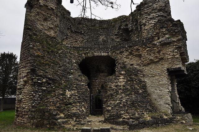 Vestiges de la tour, Les Montils
