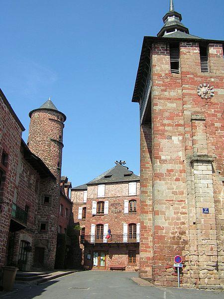 Meyssac - Mairie et clocher de l'église