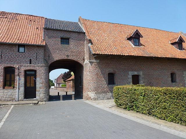 Mons-en-Pévèle - Porche de l'abbaye