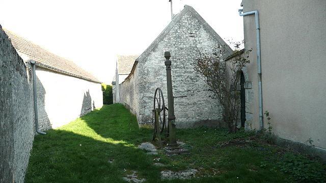 Ancienne pompe - Pannecières