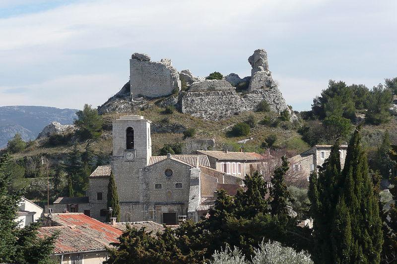 Orgon, au centre l'église
