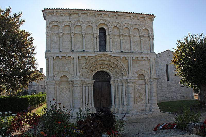 Eglise romane d'Echillais en Charente Maritime