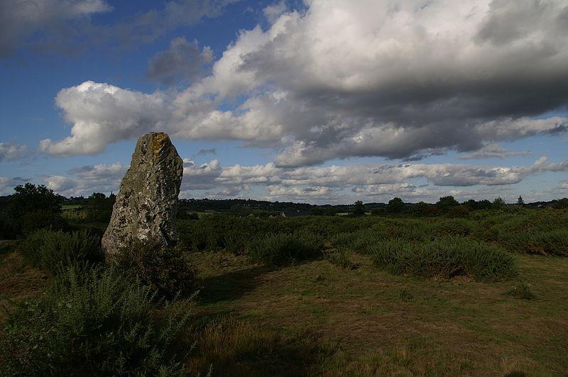 Pléchâtel - menhir de la Pierre Longue
