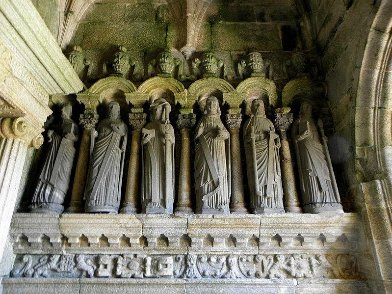 Porche sud de l'église Saint-Goulven de Goulven
