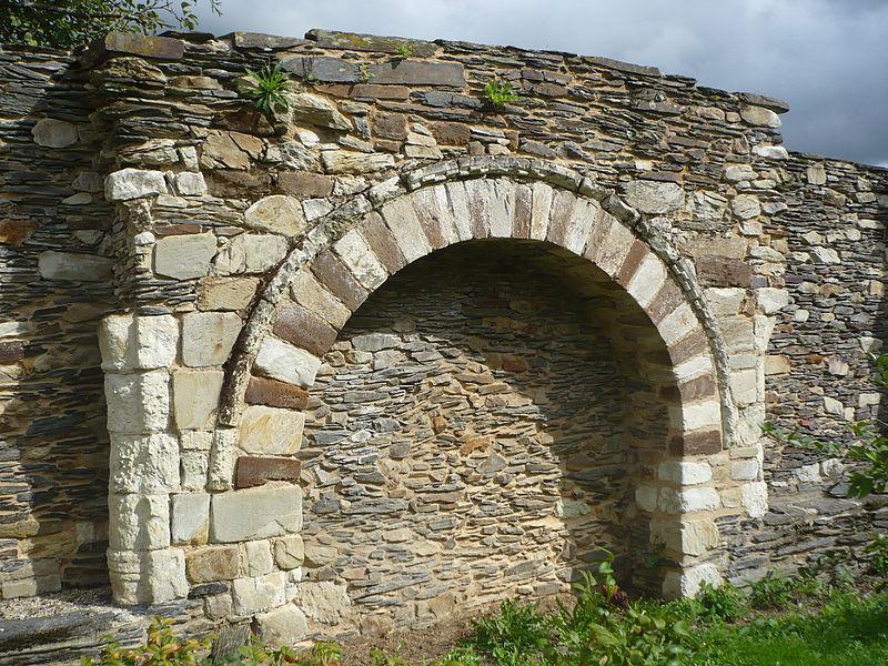 Nyoiseau - Abbaye - mur du cloître