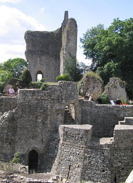 Donjon Et prieuré Saint-Symphorien