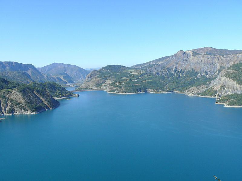 Le lac de Serre-Ponçon vu du belvédère de Sauze-du-Lac