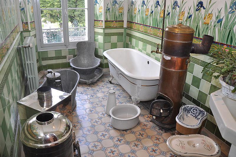 Sanitaires anciens au Musée de la vallée de Barcelonnette