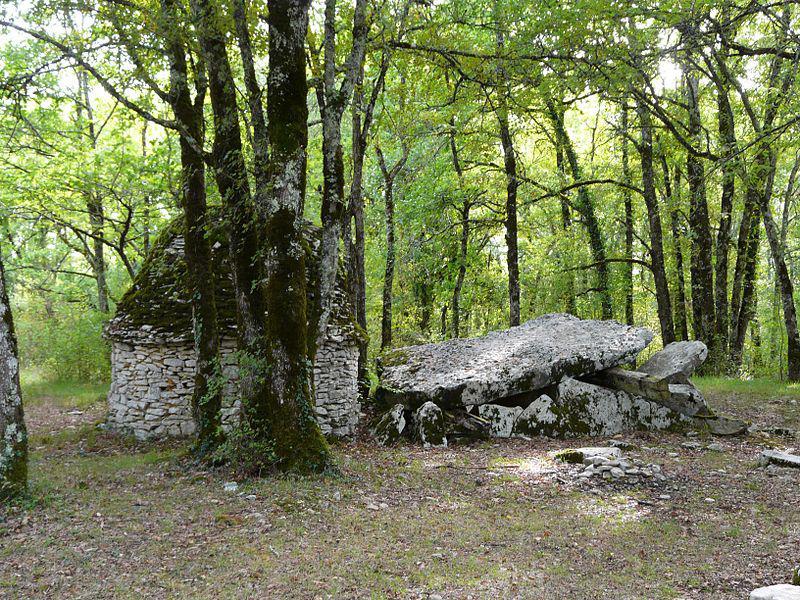 Limeyrat dolmen Peyre Levade