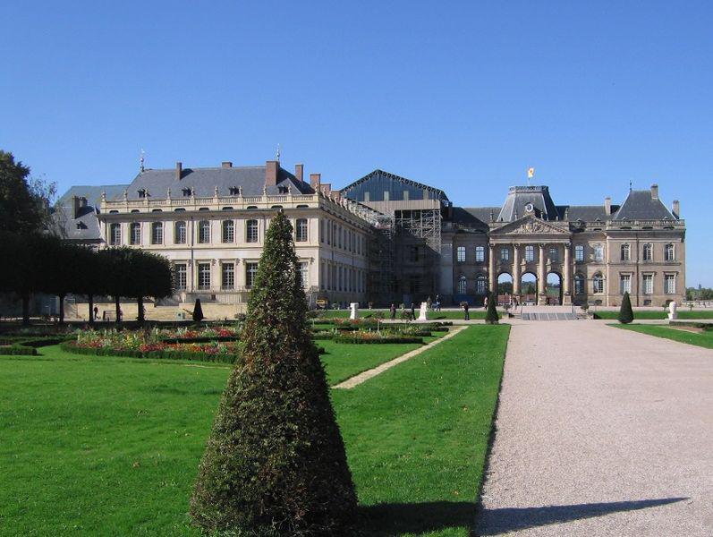 Vue du château de Lunéville depuis le Parc des Bosquets