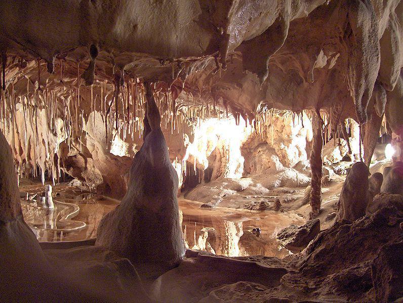 intérieur des Grottes de Thouzon