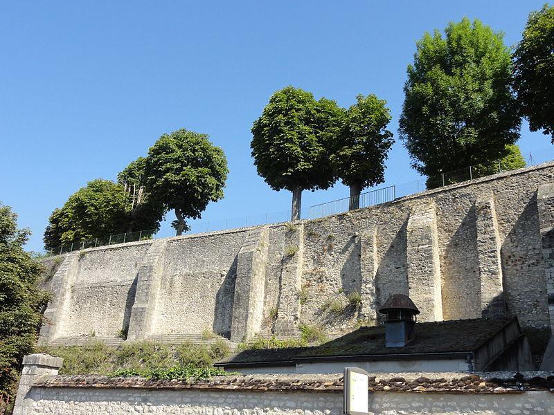 Château-Landon (77), abbaye Saint-Séverin, terrasse fortifiée