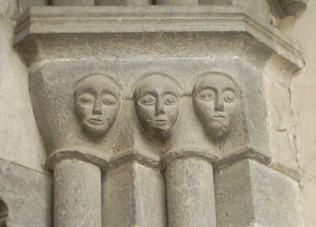 masques du portail extérieur (Saint Marcellin la Salle les Alpes)