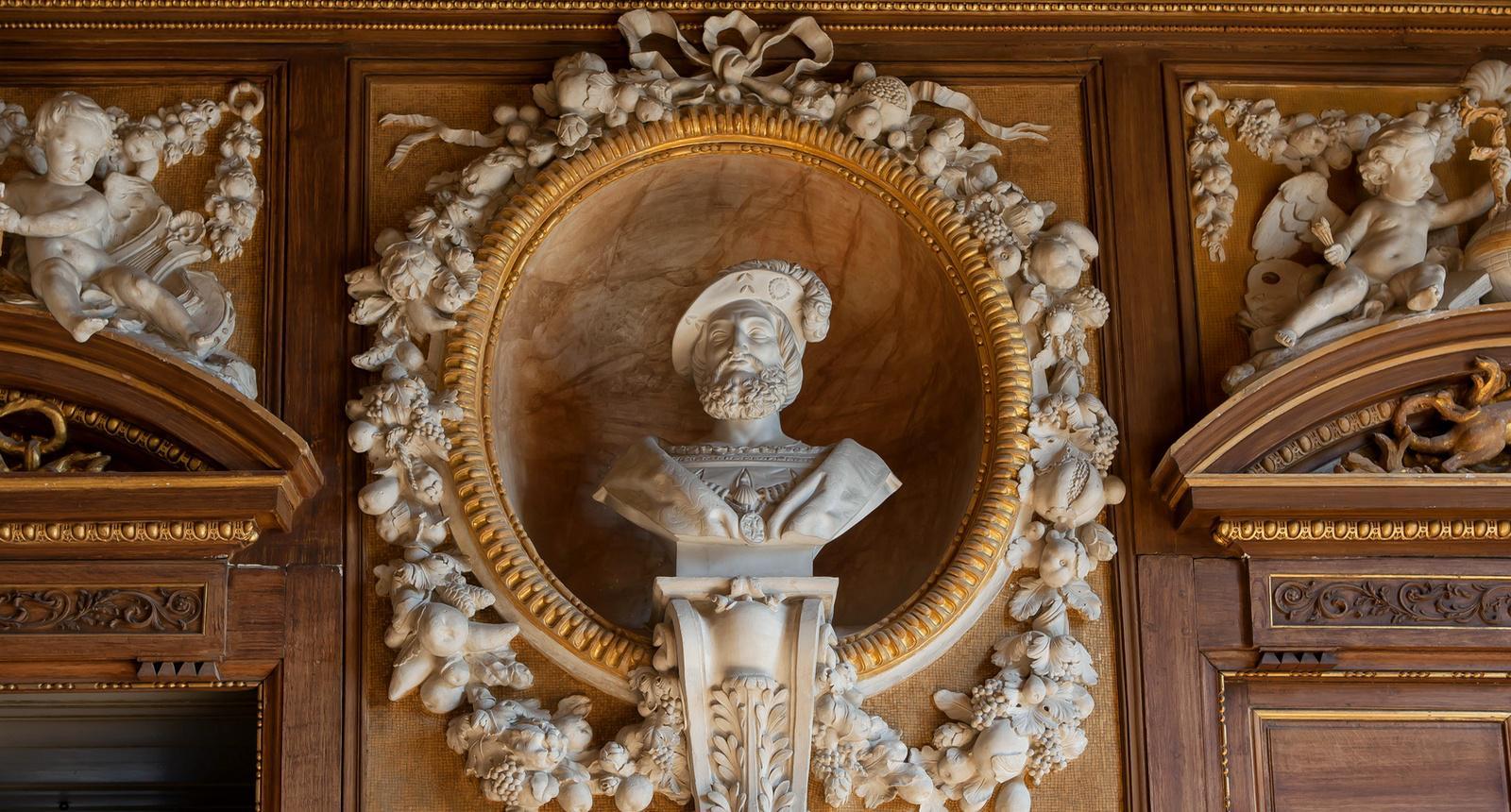 Château de Fontainebleau, ornements intérieurs