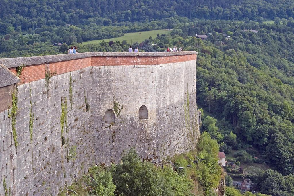 Mur principal citadelle Vauban_Besançon