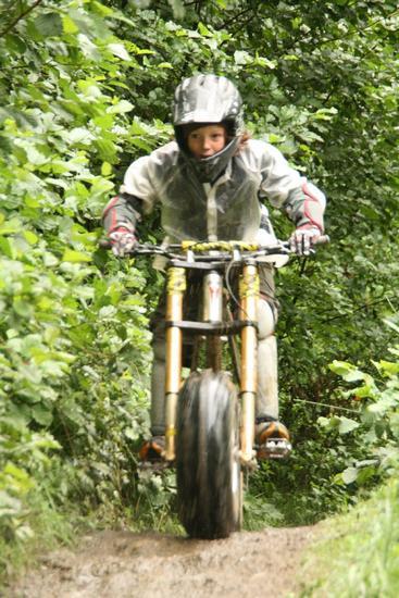 moto haute action ANTIGNAC