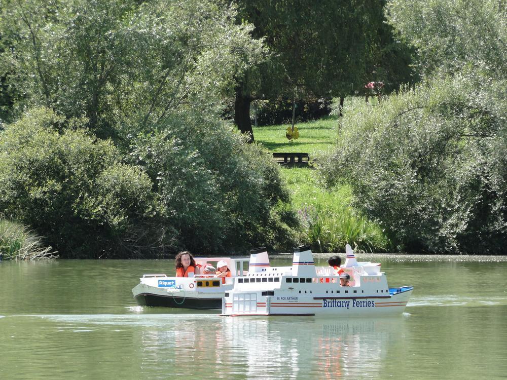 petit bateau base loisir AUZAS