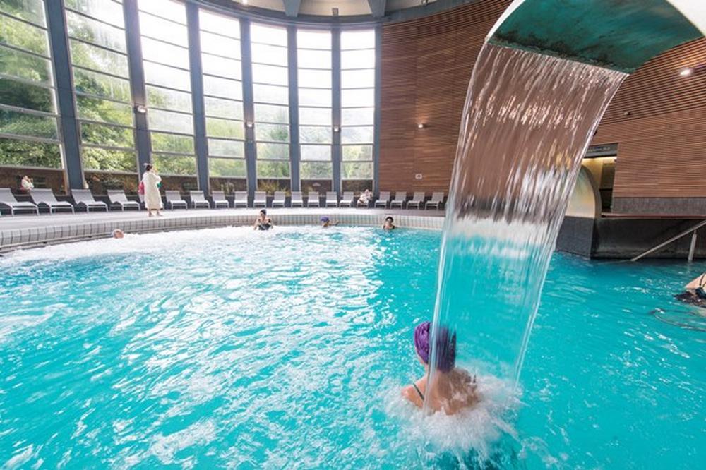 piscine de relaxation Thermes LUCHON
