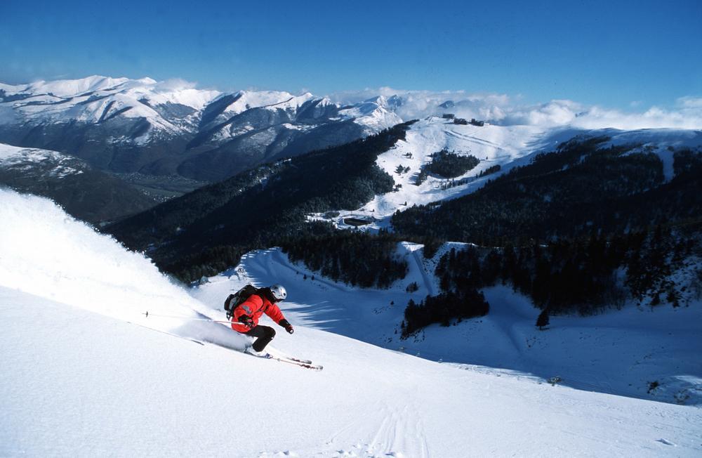 skieur station superbagneres OT Luchon JN Herranz