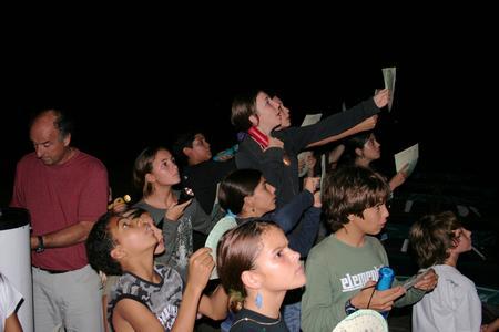 enfants observent le ciel observatoire astro LATRAPE