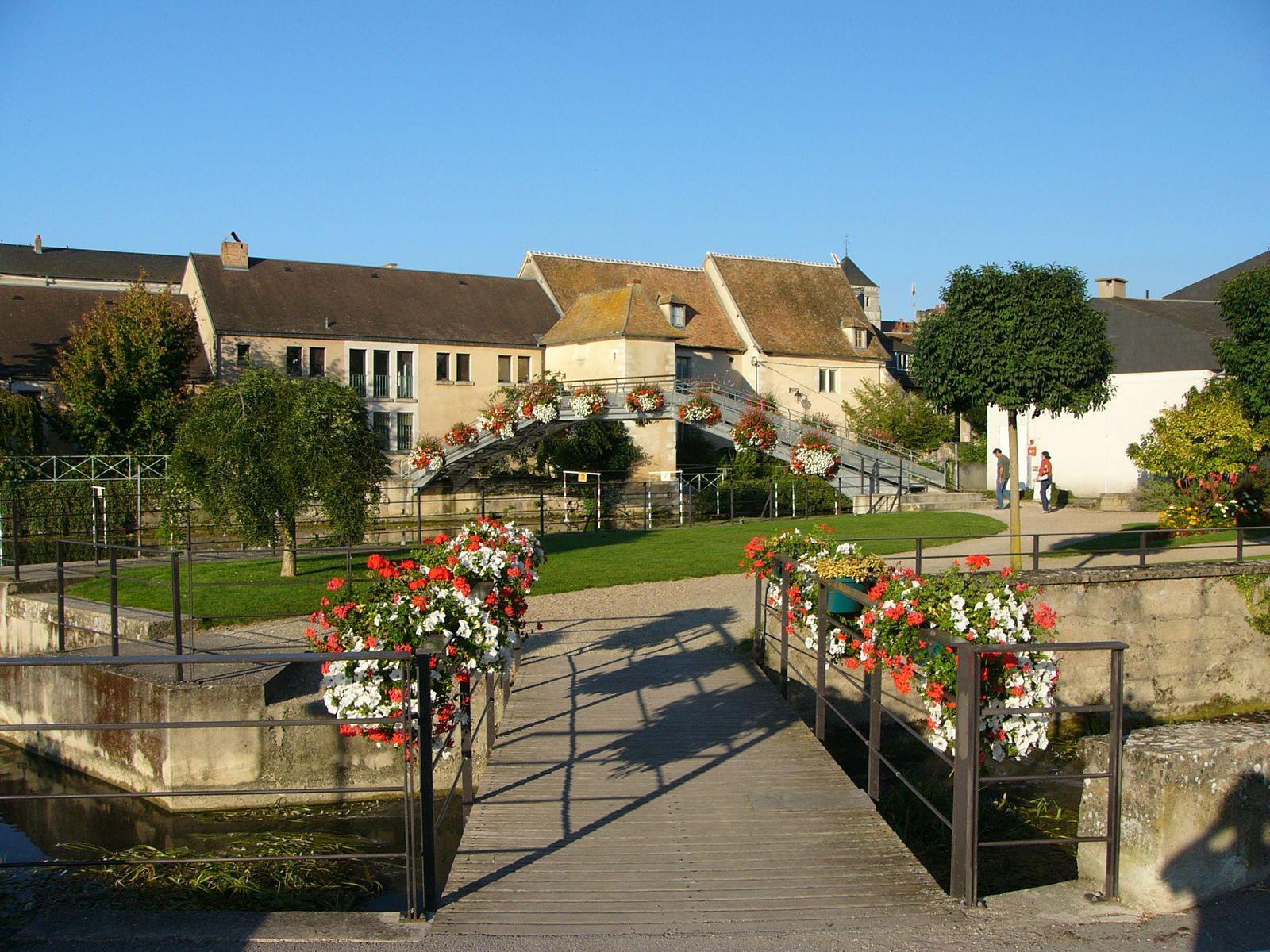 Un pont dans cosne_Cosne Cours sur Loire