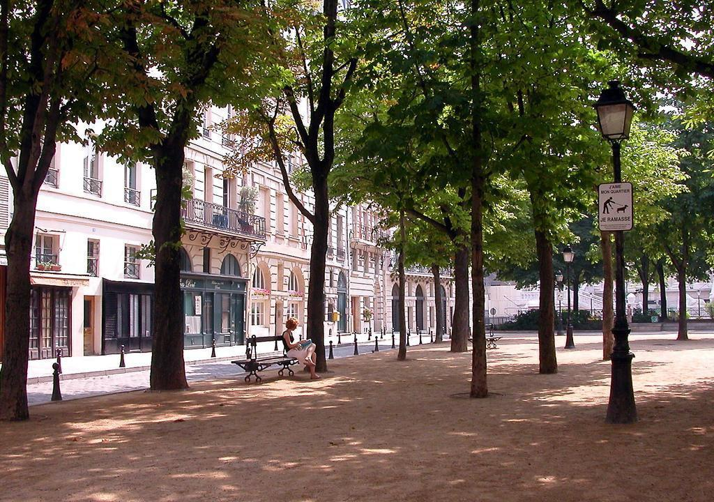Place Dauphine_Paris (1)