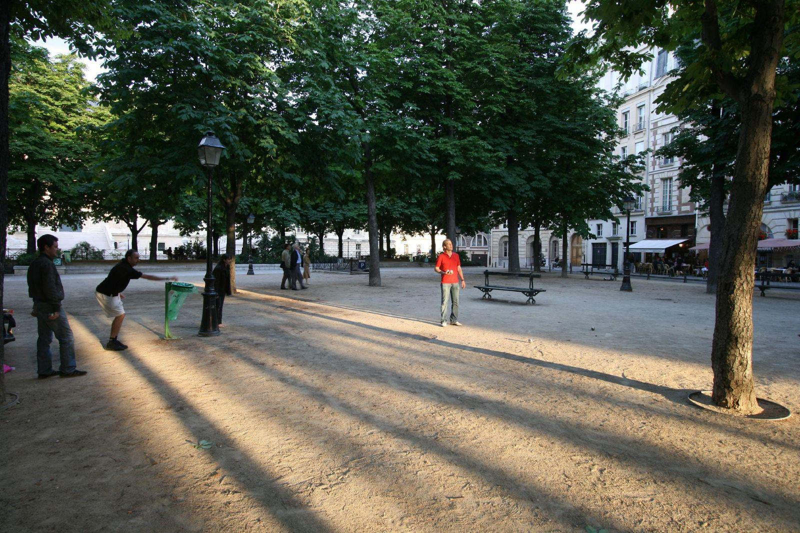 Place Dauphine_Paris (2)