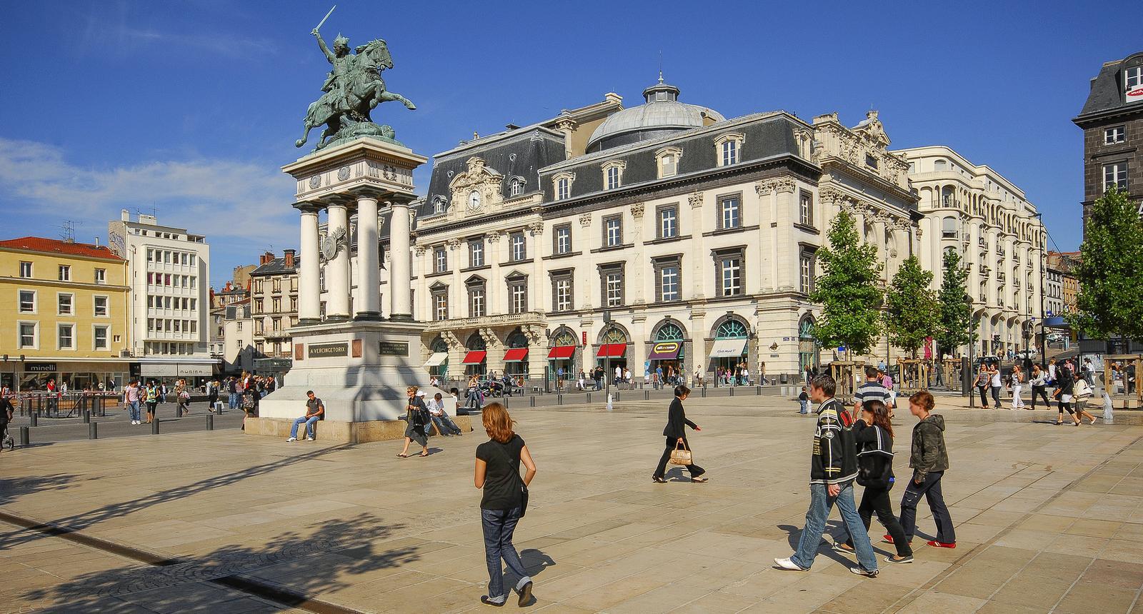 Clermont-Ferrand - La jeunesse clermontoise Place de Jaude