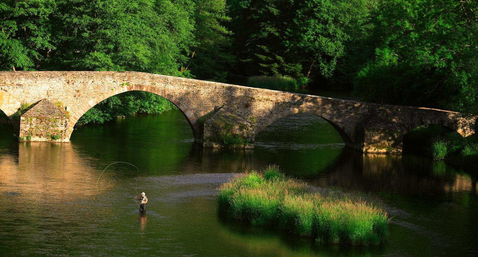 Pêche à la mouche au pont de Menat