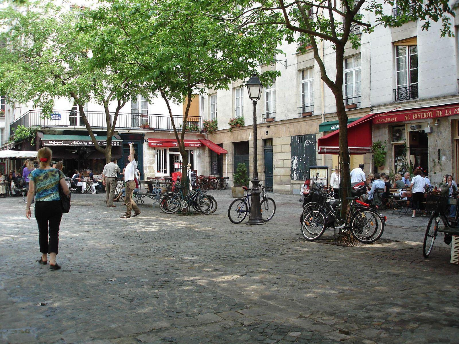 Place du Marché-Ste-Catherine_Paris (1)