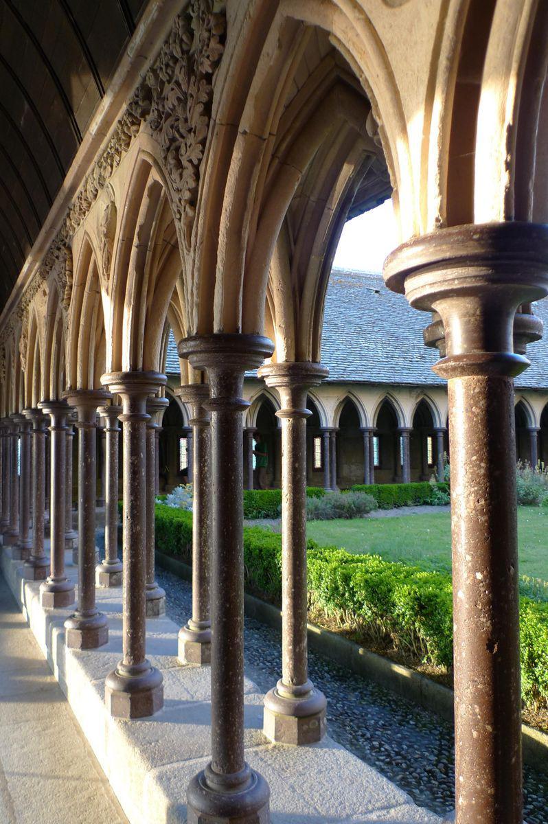 Cloître de l'abbaye_Mont-Saint-Michel