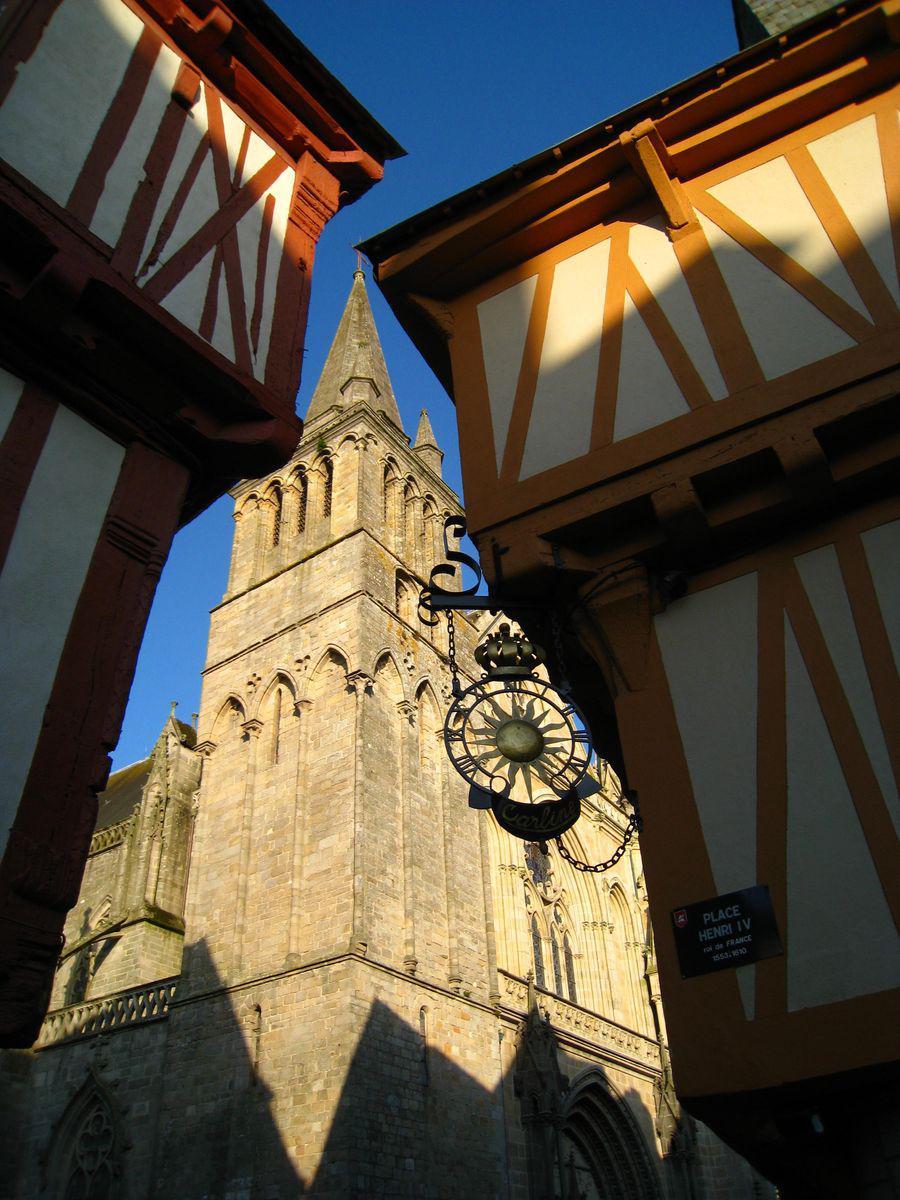Cathédrale Saint-Pierre et place Henri-IV_Vannes
